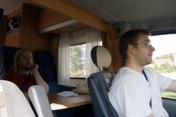Fahrer und zweiter Beifahrer